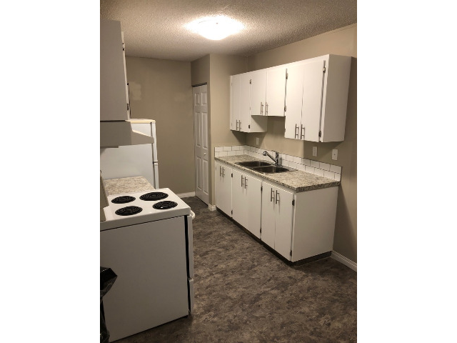New kitchen countertops & sink